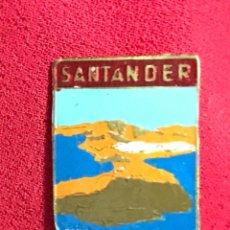 Pins de colección: INSIGNIA PENÍNSULA DE LA MAGDALENA - SANTANDER - CANTABRIA - AÑOS 60. Lote 113444611
