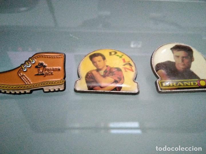 Pins de colección: Pins grupos musicales y Panama. 2 son chapas con pua. Uno pua rota (verfotos adicionales) - Foto 3 - 113498635