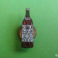 Pins de colección: ANTIGUA INSIGNIA ESMALTADA DE OJAL - BRANDY TERRY. Lote 114775635