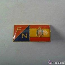 Pins de colección: BROCHE DE FUERZA NUEVA Y BANDERA DE ESPAÑA CON AGUILA DE SAN JUAN. Lote 195532505