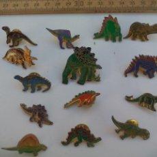 Pins de colección: PIN , LOTE DE 14 PINS DE DINOSAURIOS, INSIGNIA.. Lote 115745371
