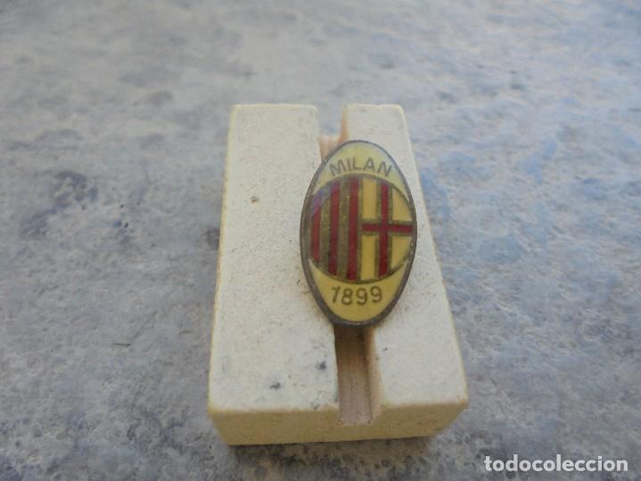 PIN DEL EQUIPO ITALIANO DEL MILAN AC DE LOS AÑOS 90 (Coleccionismo - Pins)