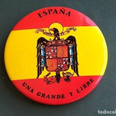 Pins de colección: CHAPA IMPERDIBLE MOTIVO POLÍTICO ÁGUILA SOBRE ENSEÑA RÉGIMEN FRANCO. Lote 119386307