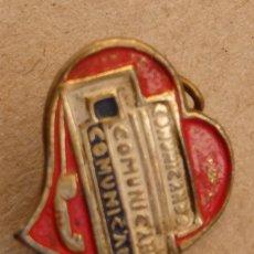 Pins de colección: INSIGNIA - PIN DE OJAL. TELEFONO, COMUNICANDO COMUNICANDO, ALFILER TRASERO. Lote 119937055