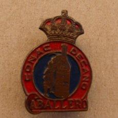 Pins de colección: PIN - INSIGNIA OJAL PUBLICIDAD COÑAC CABALLERO. Lote 119937371