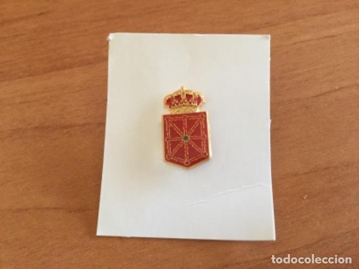 PIN DEL ESCUDO DEL ANTIGUO REINO DE NAVARRA (Coleccionismo - Pins)
