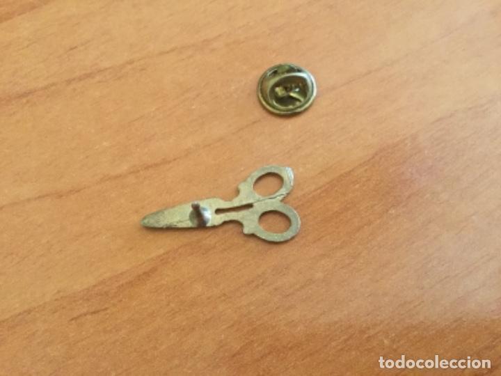 Pins de colección: Antiguo Pin de unas Tijeras. Oficios - Foto 3 - 121428443