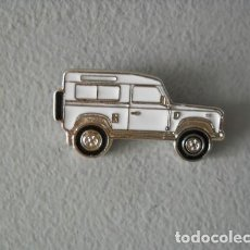 Pins de colección: PIN LAND ROVER DEFENDER BLANCO. Lote 216830620