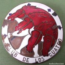 Pins de colección: CLUB DE LOS CUATRO CABALLOS. INSIGNIA EN METAL ESMALTADO. BARCELONA. CIRCA 1950. . Lote 122092043