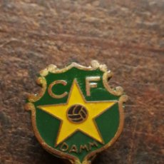 Pins de colección: ANTIGUO PIN DE OJAL CLUB FUTBOL DAMM (C.F. DAMM).. Lote 122263380