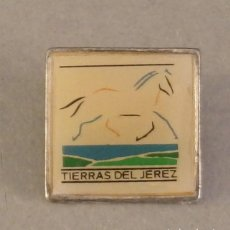 Pins de colección: PIN EXPO 92 SEVILLA, PABELLON TIERRAS DEL JEREZ. Lote 126352267