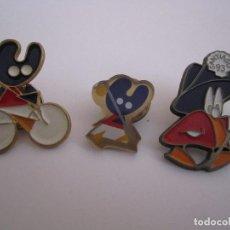 Pins de colección: LOTE 3 PINS PELEGRIN SANTIAGO 93 XACOBEO SANTIAGO DE COMPOSTELA. Lote 126787543