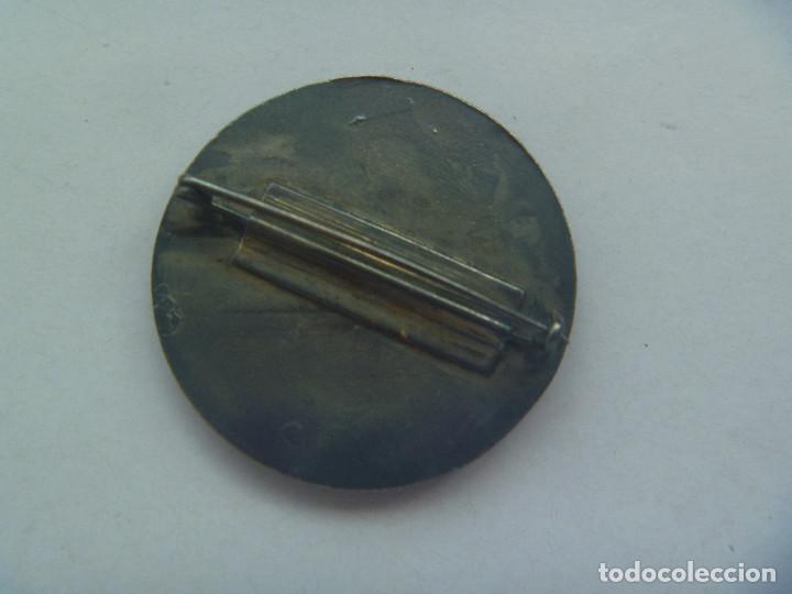 Pins de colección: PRECIOSO BROCHE DE LA II SEMANA NACIONAL DE NUMISMATICA . BARCELONA 1979 . ¿ PLATA ? Y ESMALTE - Foto 2 - 127428395