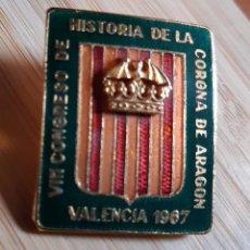 Pins de colección: INSIGNIA PIN CONGRESO HISTORIA CORONA DE ARAGON VALENCIA 1967. Lote 128133363