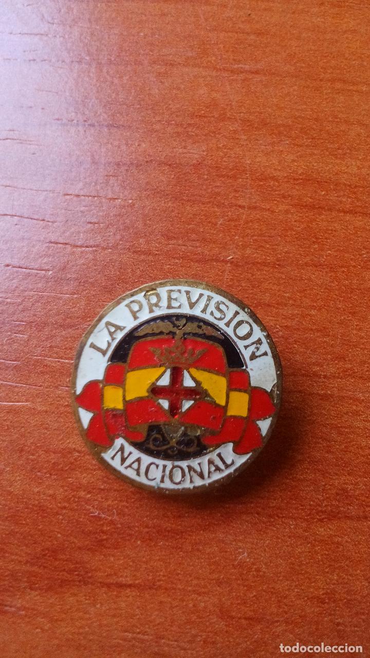 ANTIGUA INSIGNIA DE OJAL ESMALTADA - LA PREVISION NACIONAL (Coleccionismo - Pins)