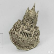 Pins de colección: ANTIGUA INSIGNIA DE AGUJA - BASILIQUE DU SACRE COEUR BRUXELLES / BRUSELAS - MEDIDAS 2 X 2,5 CM. Lote 128347543