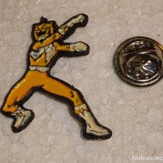 Pins de colección: PIN DE DIBUJOS ANIMADOS. POWER RANGERS. AMARILLO. Lote 128672923