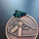 Pins de colección: PIN Y MEDALLA DEL SERMEF. Lote 128869275