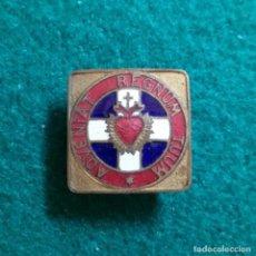 Pins de colección: ANTIGUA INSIGNIA PIN DE OJAL O SOLAPA RELIGIOSA ESMALTADA ADVENITAT REGNUM TUUM SAGRADO CORAZON. Lote 131397426
