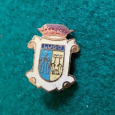 Pins de colección: ANTIGUA INSIGNIA PIN DE AGUJA ESMALTADO ESCUDO HERÁLDICO LUGO. Lote 131398770