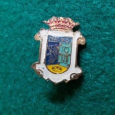 Pins de colección: ANTIGUA INSIGNIA PIN DE AGUJA ESMALTADO ESCUDO HERÁLDICO MADRID. Lote 131399382