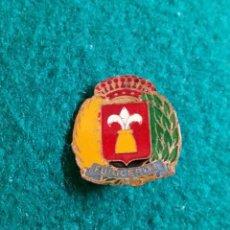 Pins de colección: ANTIGUA INSIGNIA PIN DE AGUJA IMPERDIBLE PUIGCERDA (GIRONA). Lote 131456306