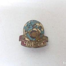 Pins de colección: ANTIGUA INSIGNIA EMBLEMA DE RADIO FIEL SON BARCELONA GICAR BROCHE PIN. Lote 131596158
