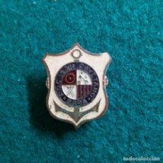 Pins de colección: ANTIGUA INSIGNIA PIN DE OJAL O SOLAPA ROC SAN CAYETANO BARA TARRAGONA ROC DE SANT GAIETA RODA. Lote 132308486