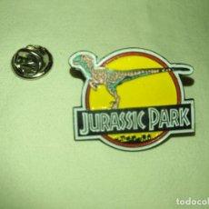 Pins de colección: ANTIGUO PIN JURASSIC PARK - FONTANEDA 1992 VELOCIRAPTOR. Lote 133671350