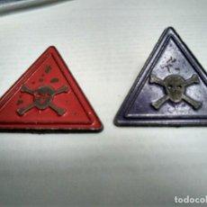 Pins de colección: 2 PINS PELIGRO (PUNTOS OXIDO) (UNO CON PUA MEDIO CORTADA - VER FOTO ADICIONAL). Lote 132798642