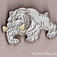 Pins de colección: BONITO PINS DE PUBLICIDAD DE PERRO VER FOTO ADICIONAL . Lote 133016118