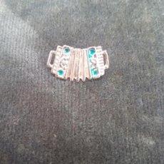 Pins de colección: ANTIGUO PIN DE UN ACORDEÓN . Lote 133653758