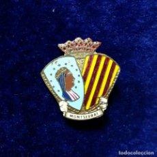 Pins de colección: ANTIGUA INSIGNIA PIN DE AGUJA IMPERDIBLE RELIGIOSA MONTSERRAT MORENETA BARCELONA. Lote 134096478
