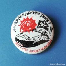 Pins de colección: CHAPA POLITICA. CONTRA EL TREN DE ALTA VELOCIDAD VASCO. (PINS POLITICOS, CHAPAS POLITICAS). Lote 134255750