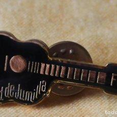 Pins de colección: PIN GUITARRA-CIUDAD DE JUMILLA. Lote 135463970