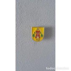 Pins de colección: PIN ESCUDO TORRECILLA DE LA JARA (TOLEDO). Lote 136298830