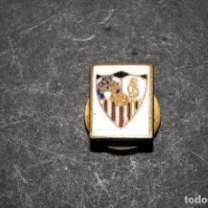 Pins de colección: PIN INSIGNIA DE OJAL ESMALTADA - SEVILLA CF (FUTBOL). Lote 138663966