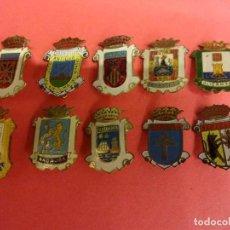 Pins de colección: LOTE DE INSIGNIAS ESCUDOS LOCALIDADES ESPAÑOLAS. ORIGINALES AÑOS 1960S. Lote 139602242
