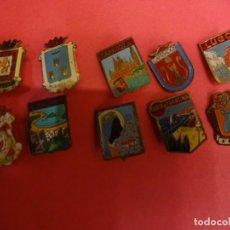 Pins de colección: LOTE DE INSIGNIAS ESCUDOS LOCALIDADES ESPAÑOLAS. ORIGINALES AÑOS 1960S. Lote 139602270
