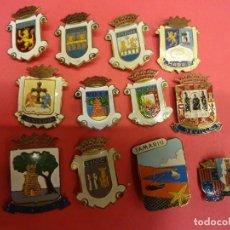Pins de colección: LOTE DE INSIGNIAS ESCUDOS LOCALIDADES ESPAÑOLAS. ORIGINALES AÑOS 1960S. Lote 139602330