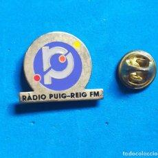 Pins de colección: PIN PUBLICIDAD - EMISORA DE RADIO PUIG - REIG FM. . Lote 140519190