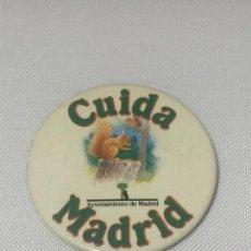 Pins de colección: CHAPA CUIDA MADRID. AYUNTAMIENTO DE MADRID.. Lote 140520110