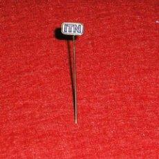 Pins de colección: PIN DE ALFILER -I.T.N. EMPRESA DE NOTICIAS DE TELEVISIÓN INDEPENDIENTE DEL REINO UNIDO.. Lote 140521330