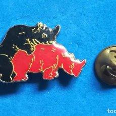 Pins de colección: PIN - APAREAMIENTO DE RINOCERONTES. . Lote 140521358