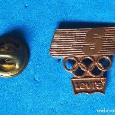 Pins de colección: PIN LEVI'S, MARCA UNIFORMIDAD DE LOS JUEGOS OLÍMPICOS. . Lote 140522254