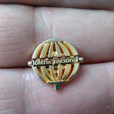 Pins de colección: INSIGNIA LOTERÍA NACIONAL. Lote 143025050