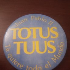 Pins de colección: ANTIGUA CHAPA RELIGIOSA. JUAN PABLO II. TOTUS TUUS. (ESPAÑA, CATÓLICA). Lote 143653298