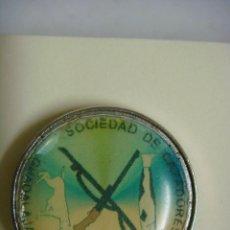 Pins de colección: PINS DE SOCIEDAD DE CAZADORES Y PESCADORES GUADALAJARA.. Lote 143840854