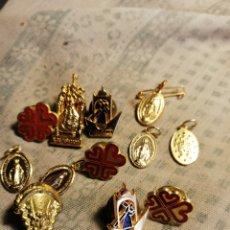 Pins de colección: CONJUNTO DE PINS Y MEDALLITAS RELIGIOSAS. Lote 145324436