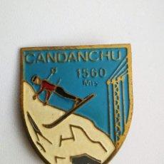 Pins de colección: ANTIGUA Y PRECIOSA INSIGNIA DE CANDANCHU - 1560 METROS - ESTACION DE ESQUI, MONTAÑISMO, SISTEMA DE I. Lote 145542434
